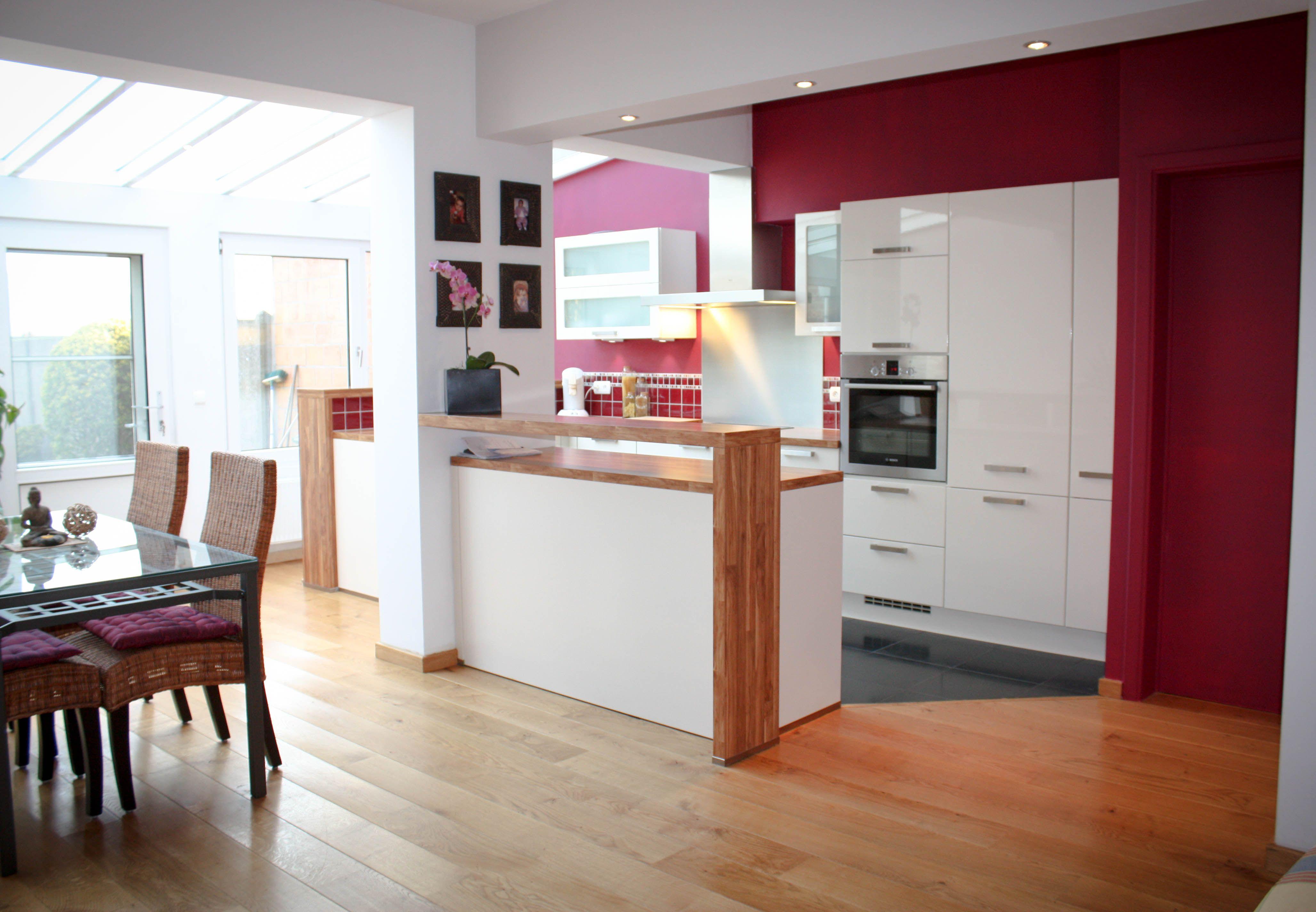 Cuisine rouge mur couleur des cuisines aux couleurs vitaminees console desserte lot - Cuisine rouge et beige ...