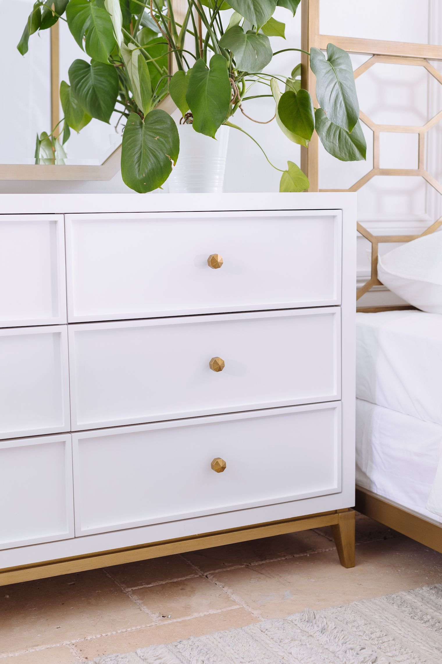 Best Contemporary Six Drawer Youth Dresser In White 640 x 480