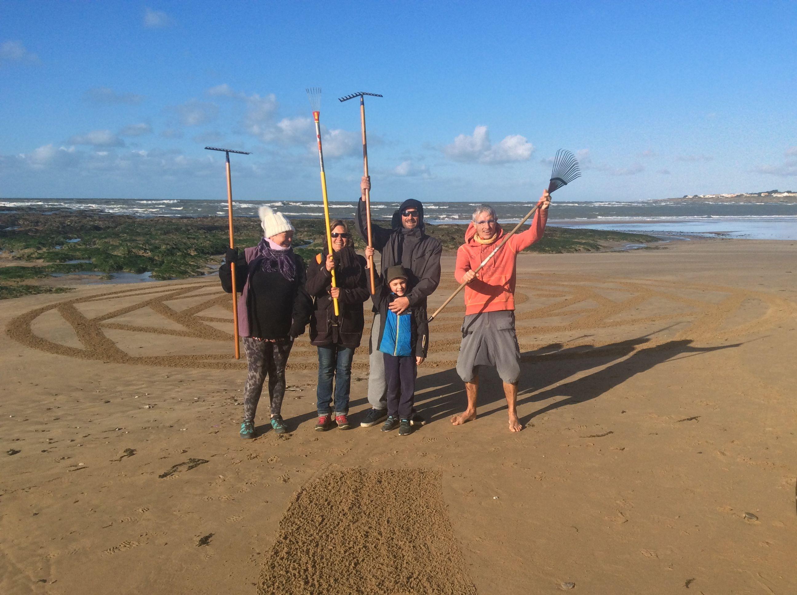 Un groupe de passionné du rateau  la plage de la Besché Vendée