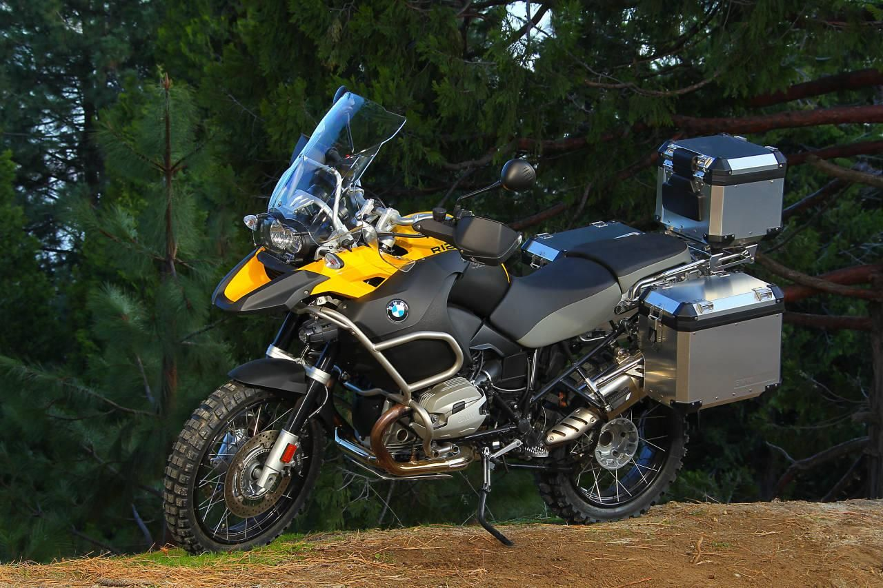 Bmw R 1200 Gs Adventure Yellow So This Is My Dads Bike He Goes Biking To Spain Or France Most Years And Ofcourse All Over Irela Bmw Adventure Bike Adventure
