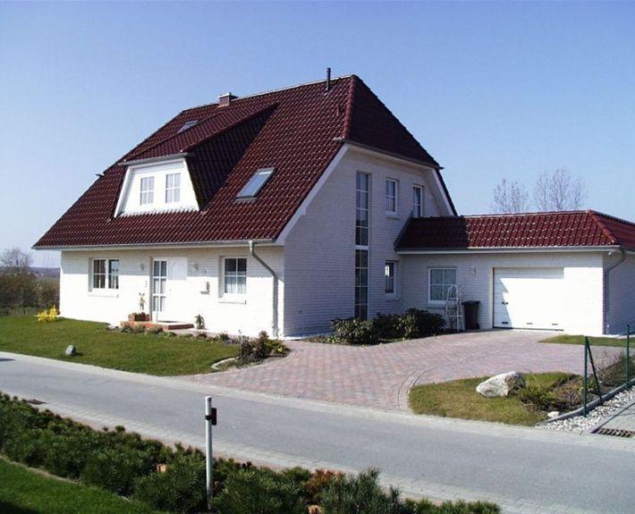 einfamilienhaus mit kr ppelwalmdach dach pinterest einfamilienhaus dachgauben und dachs. Black Bedroom Furniture Sets. Home Design Ideas