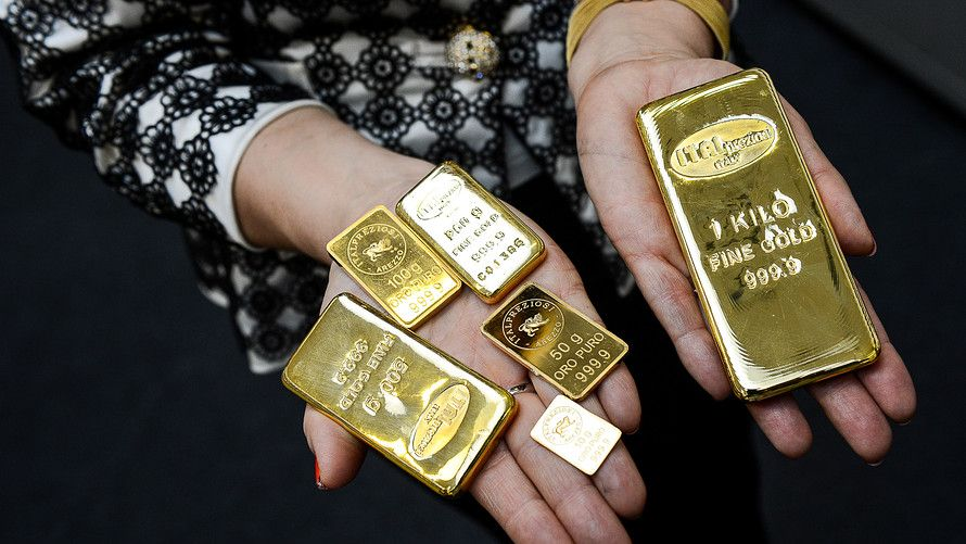 Here S The Ideal Amount Of Gold To Keep In Your Investment Portfolio Gold Bullion Bars Gold Gold Rate