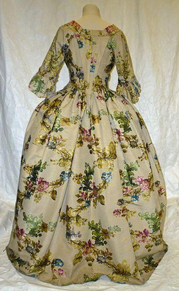 Gown | European fashion, Fashion, Vintage fashion