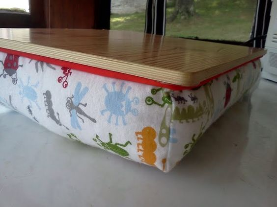Gift idea: DIY lap desk tutorial - Sewing required (Great gift for the college students in your life)