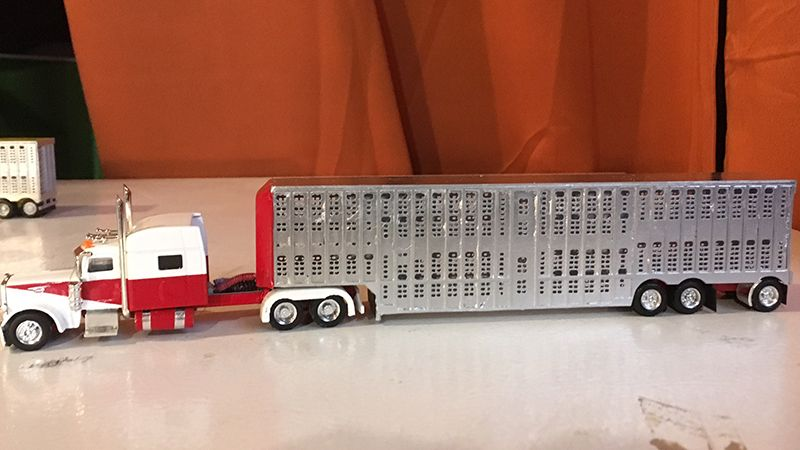Peterbilt 389 Truck Tractor 53 Livestock Trailer By Mark Kulak Livestock Trailers Model Truck Kits Peterbilt Trucks