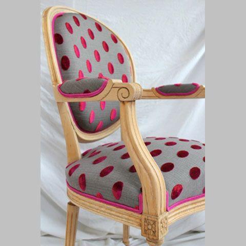 fauteuil bois brut et tissu pois velours fauteuil. Black Bedroom Furniture Sets. Home Design Ideas