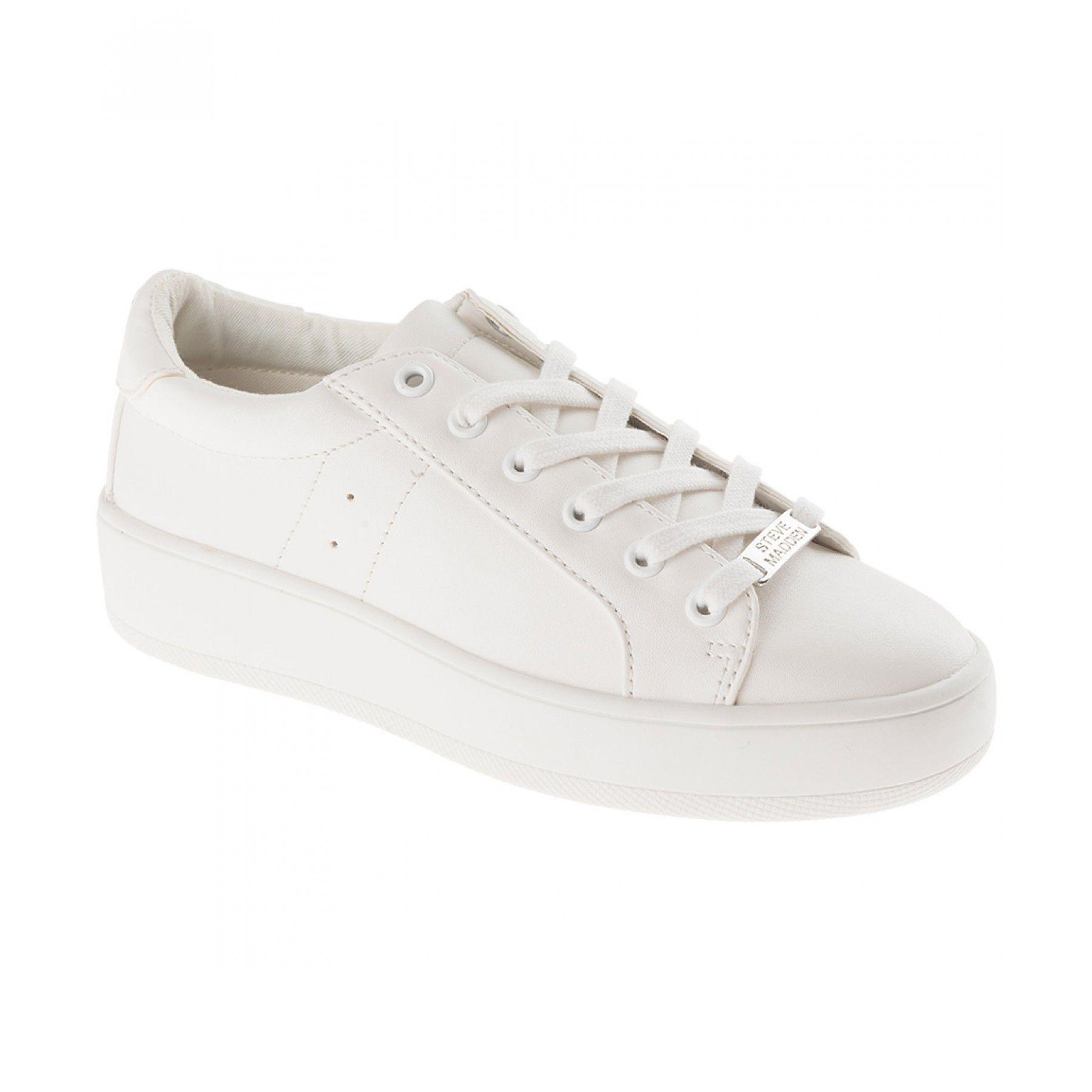sports shoes 1425e eaae4 Tenis Steve Madden elaborado en material sintético color blanco punta  redondeada agujeta en empeine nombre de la marca metálico en lengüeta  plataforma y ...