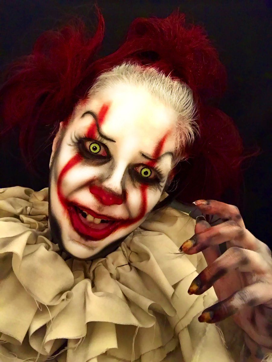 scary clown makeup inspired by 39 it 39 is all over instagram. Black Bedroom Furniture Sets. Home Design Ideas