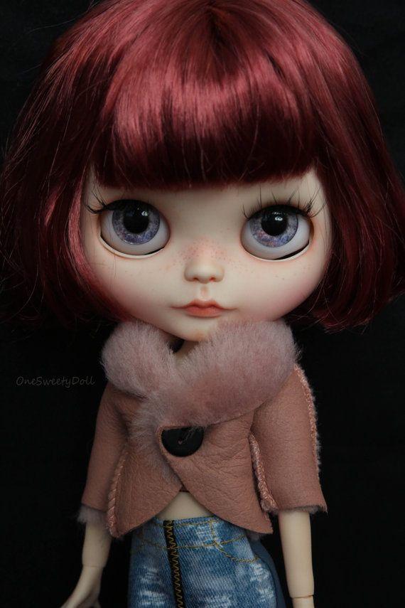 Resrvé pour Cammie Ruby- Blythe RBL usine OOAK cheveux court- vin rouge