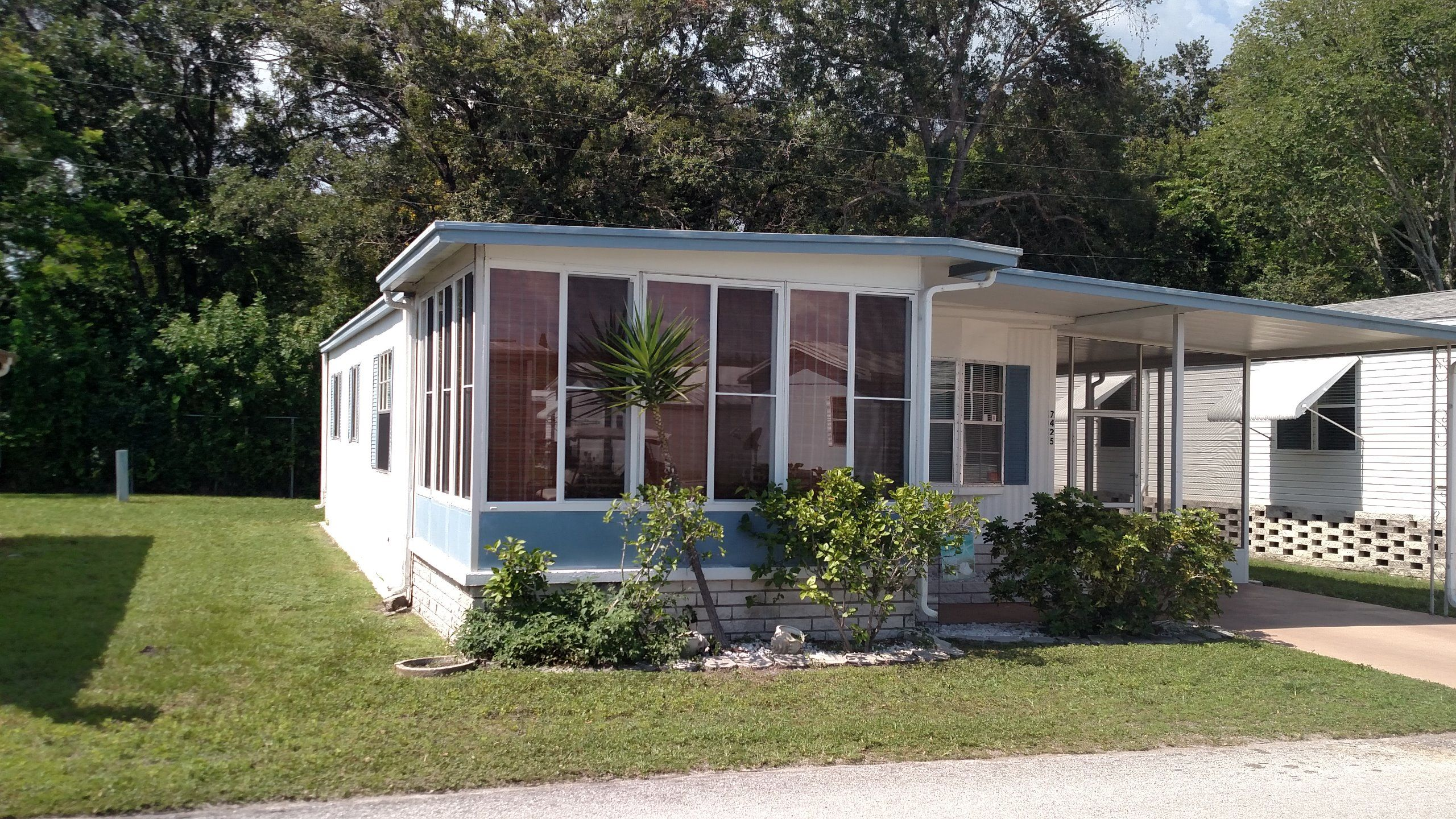 1979 twin mobile manufactured home in new port richey