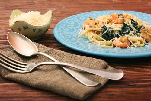 ¡Prueba nuestros espaguetis con gambas y espinacas!  #espaguetis #espaguetiscongambas #gambasyespinacas #espinacas #gambas #gastronomiaitaliana #pasta #recetasitalianas
