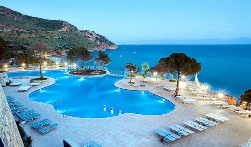 No booking fees types hotels apartments villas hostels for Luxury holidays worldwide