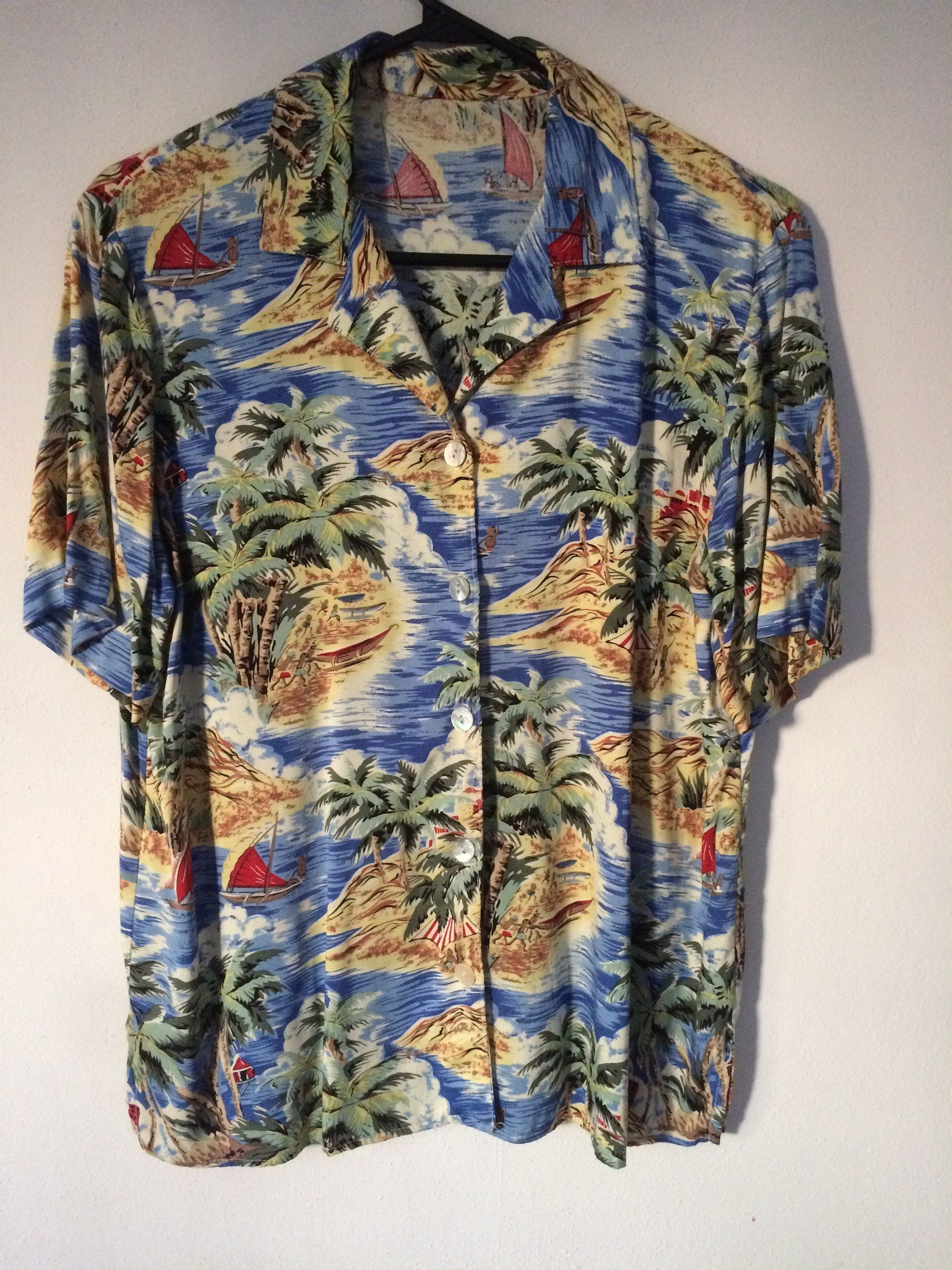 bcc822a4 Vintage Women's 80's Rayon Hibiscus Surf Hawaiian Aloha shirt sz M Palms  Island Reyn Spooner Paradise Found Sun Surf Avanti by SalvajeVintageSupply  on Etsy