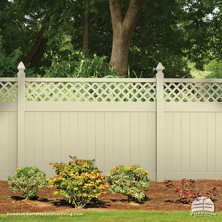 Sand Color Lattice Top Fence Adds Privacy And Creates A Subtle Backdrop For Plants And Flowers Low Maintena Fence Planning Fence With Lattice Top Fence Design