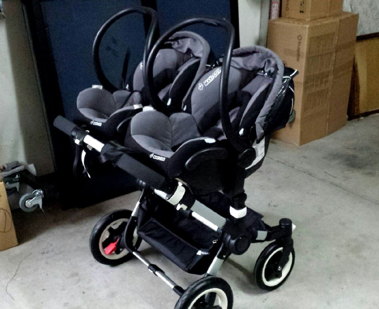 maxi cosi capsule with bugaboo donkey lots of individuals. Black Bedroom Furniture Sets. Home Design Ideas