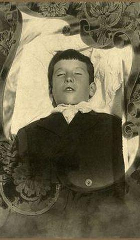 Myth of the Standing Postmortem Photo