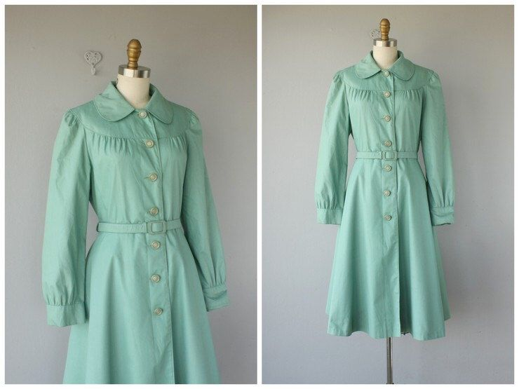 1970s does 1940s Coat  | 70s Trench Coat  | 70s does 40s Raincoat | Princess Coat by CustardHeartVintage on Etsy https://www.etsy.com/listing/205443317/1970s-does-1940s-coat-70s-trench-coat