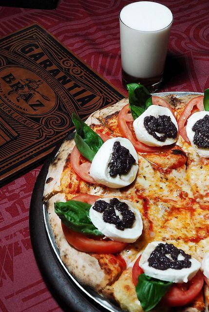 The award winning Pizza Caprese (mozzarella, tomato, cheese, basil, black olives pesto) @Bráz Pizzeria.  @Moema: Rua Graúna, 125 /@Pinheiros: Rua Vupabussu, 271 /@Higienópolis: Rua Sergipe, 406