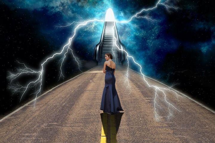 La religión y la espiritualidad parecen iguales, pero no lo son, son parecidas en conceptos, pero difieren una de la otra. Es más, en realidad son completamente antagónicas. Estas 24 frases de autores desconocidos nos dan una visión muy interesante sobre la religión y la espiritualidad.
