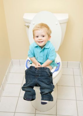 6 tips for potty training boys. Pin now, read later.
