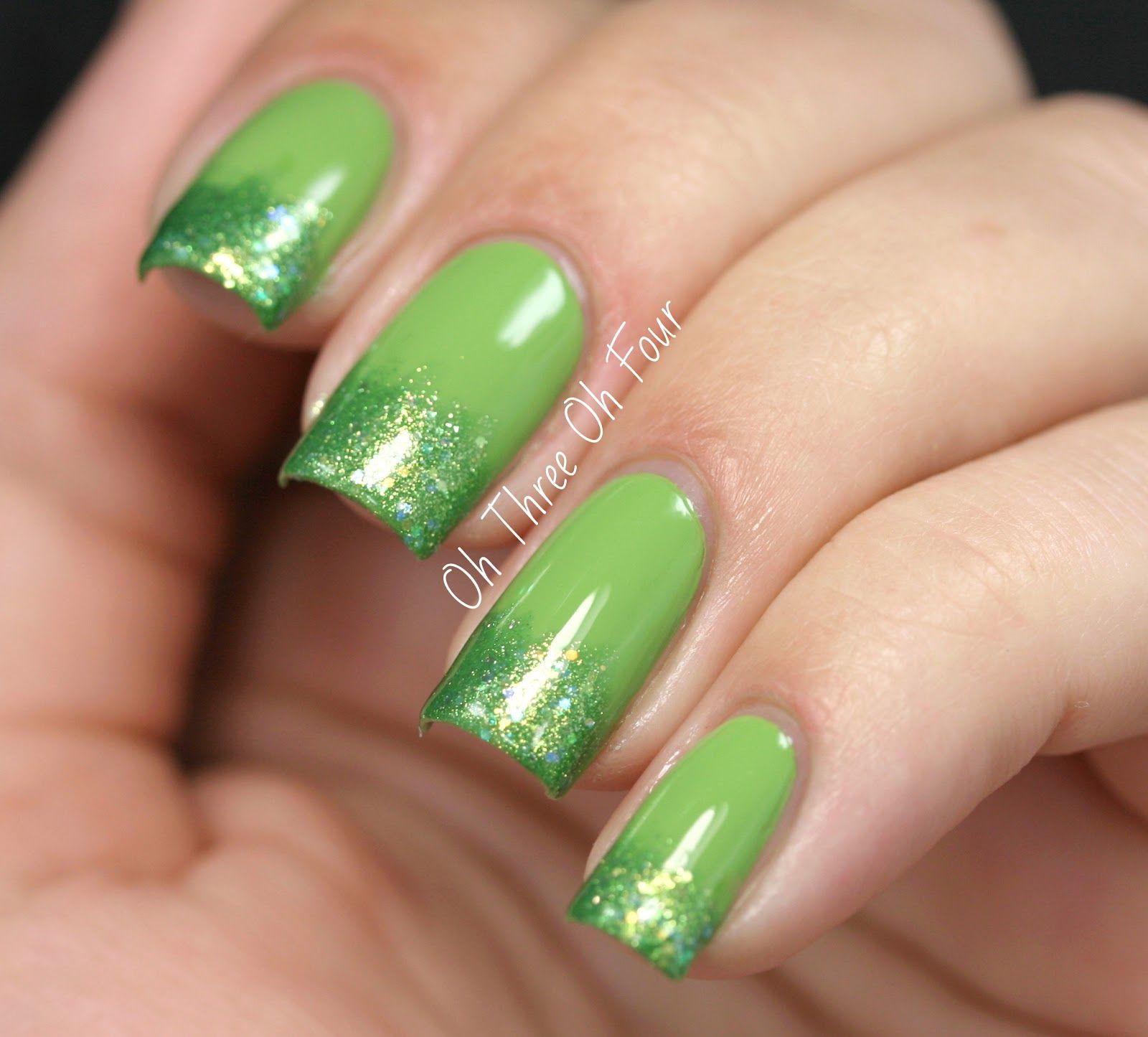 Green + green glitter gradient nails. | UÑAS ..BELLAS | Pinterest ...