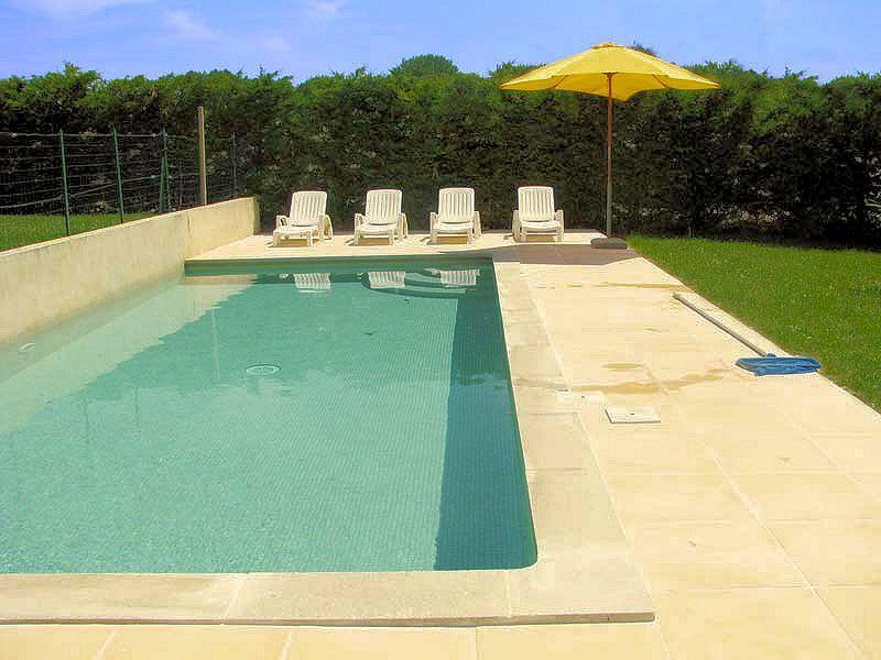 Location avec piscine dans le sud Luberon    wwwluberonweb - maison de vacances a louer avec piscine