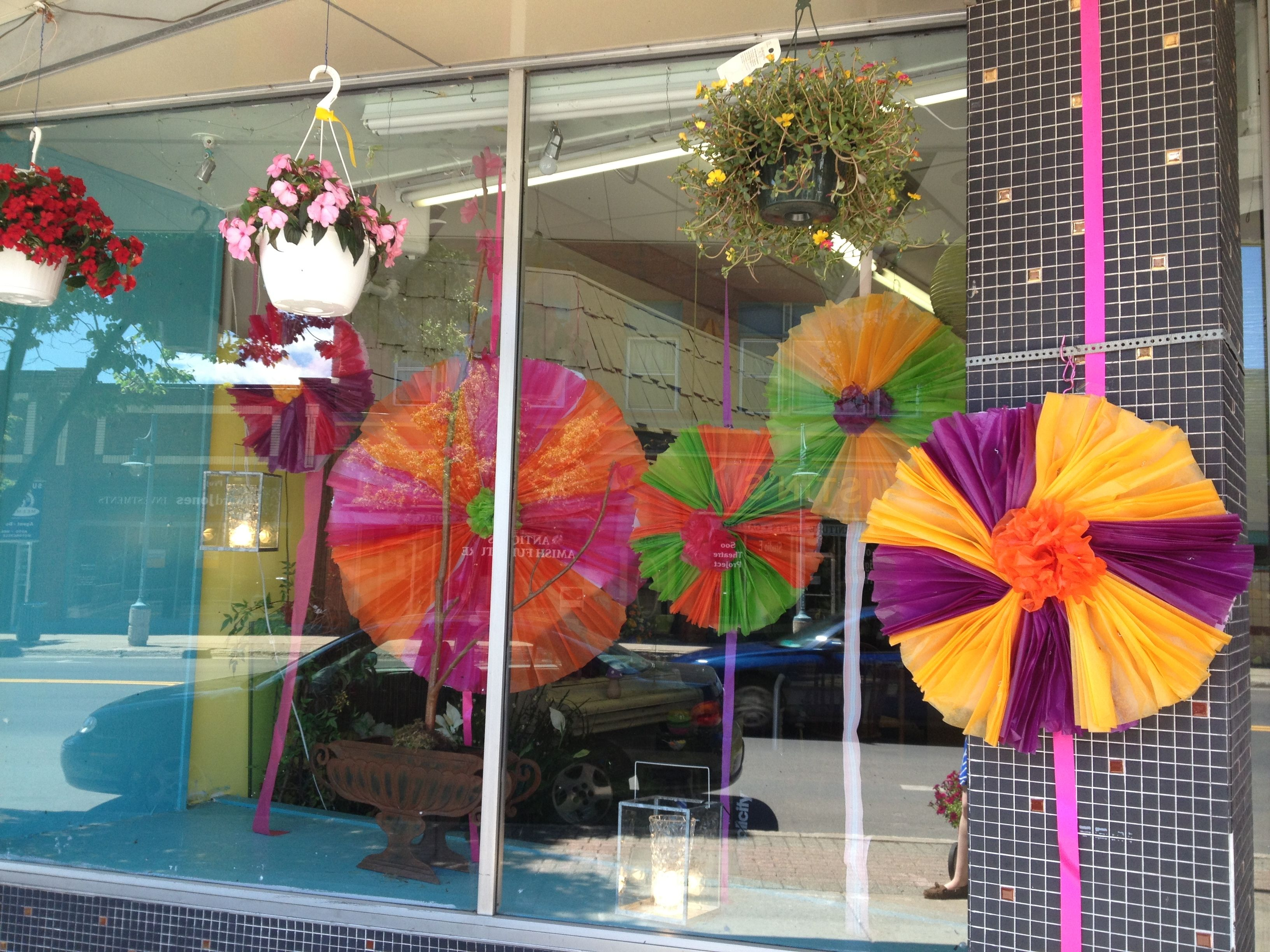 Pinwheel window display for summer Summer window display