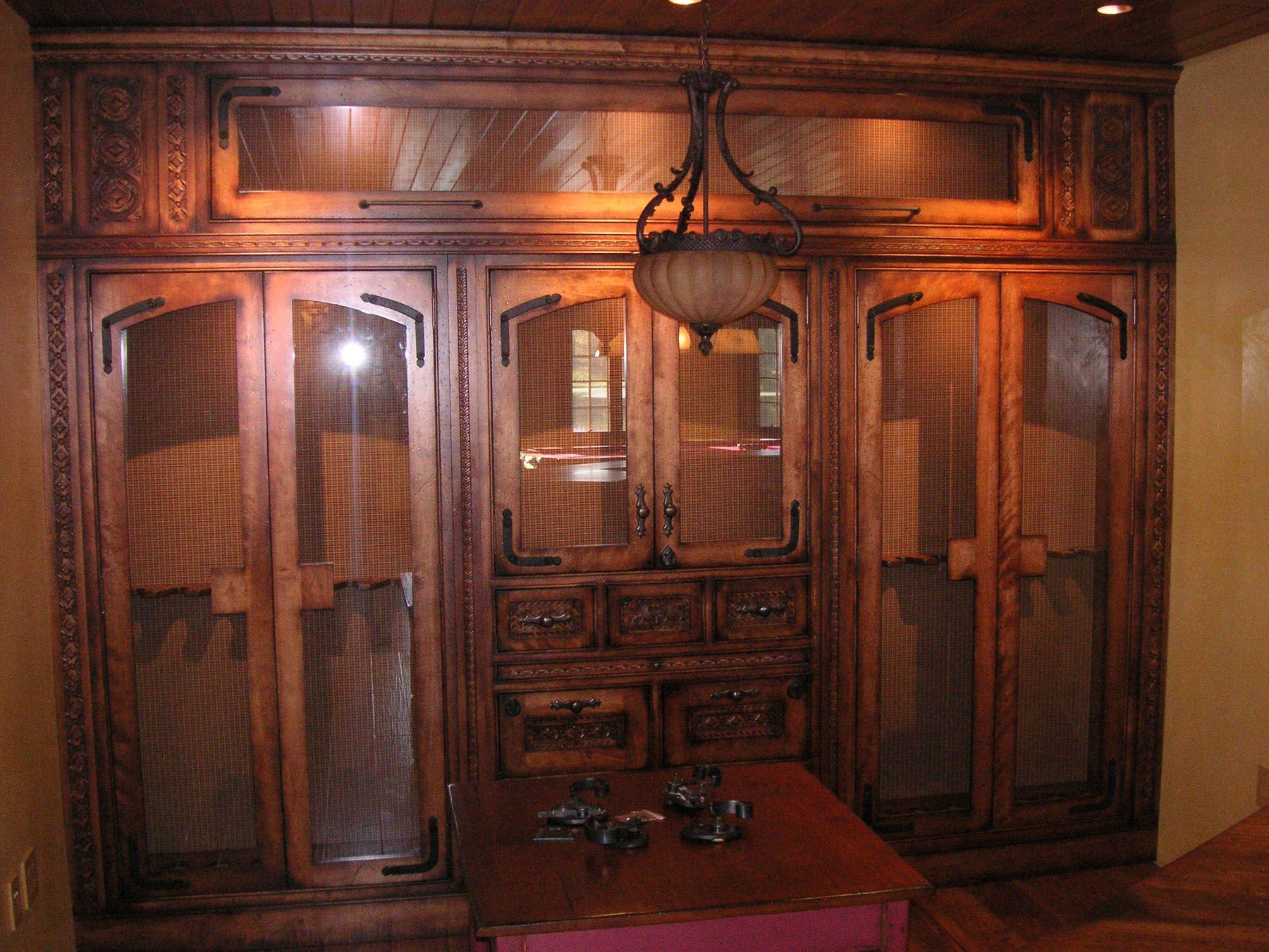 BQR   Log Home, Gun Display Cabinet