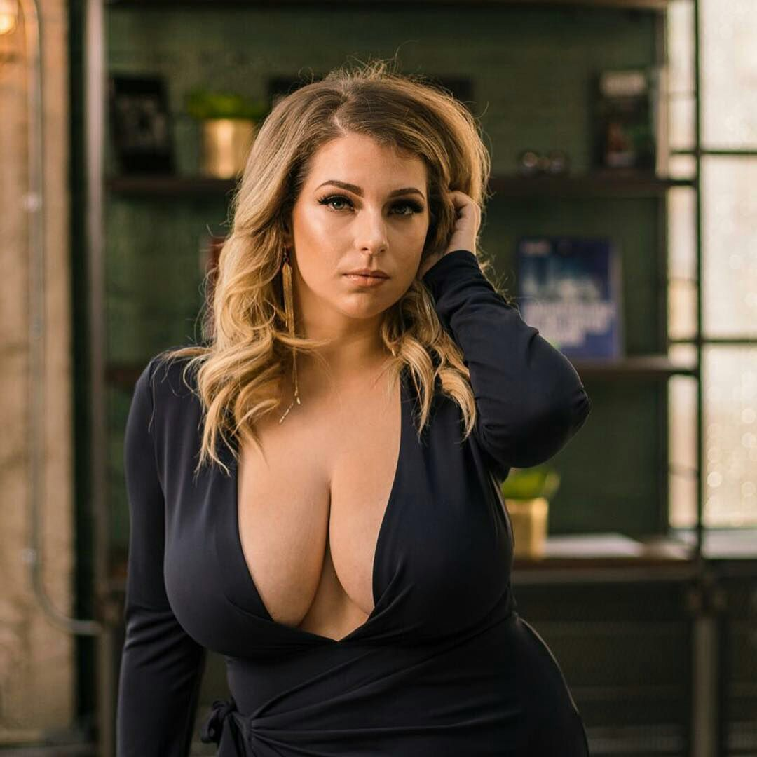 Hot female celebrities with big boobs Pin On Big Boobs Big Ass
