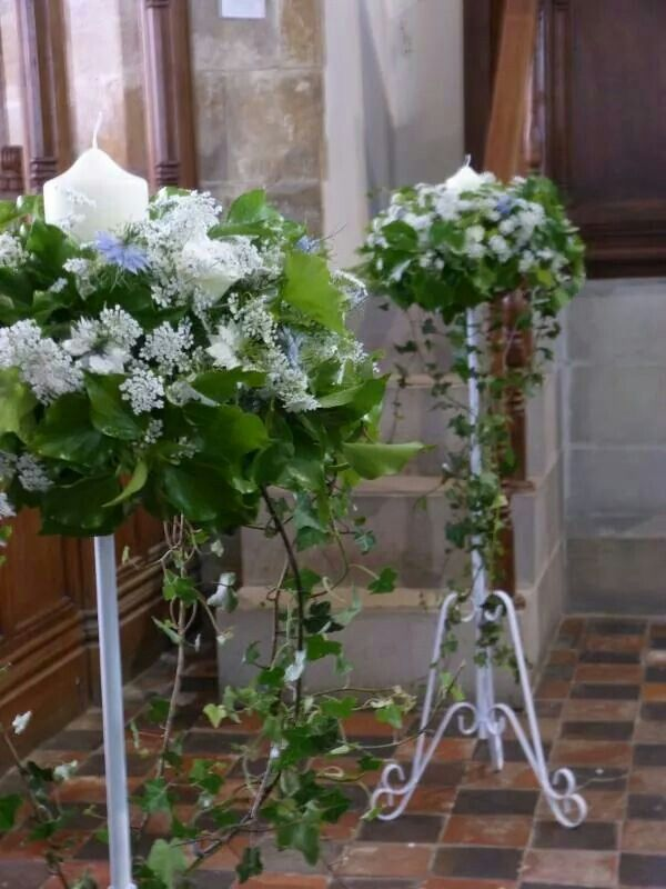 Small Round More Compact Shaped Pedestal Arrangements With Ivy White Ammi