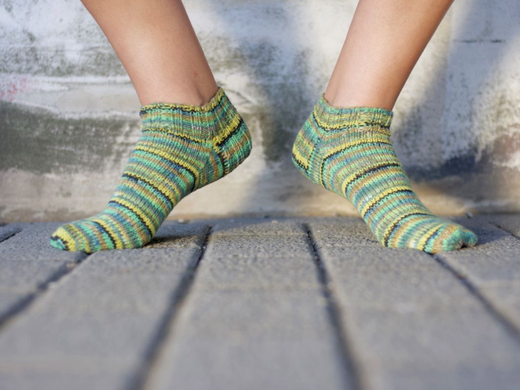 Free instructions: Knit sneaker socks for vegans and allergy sufferers  – Caros Fummeley