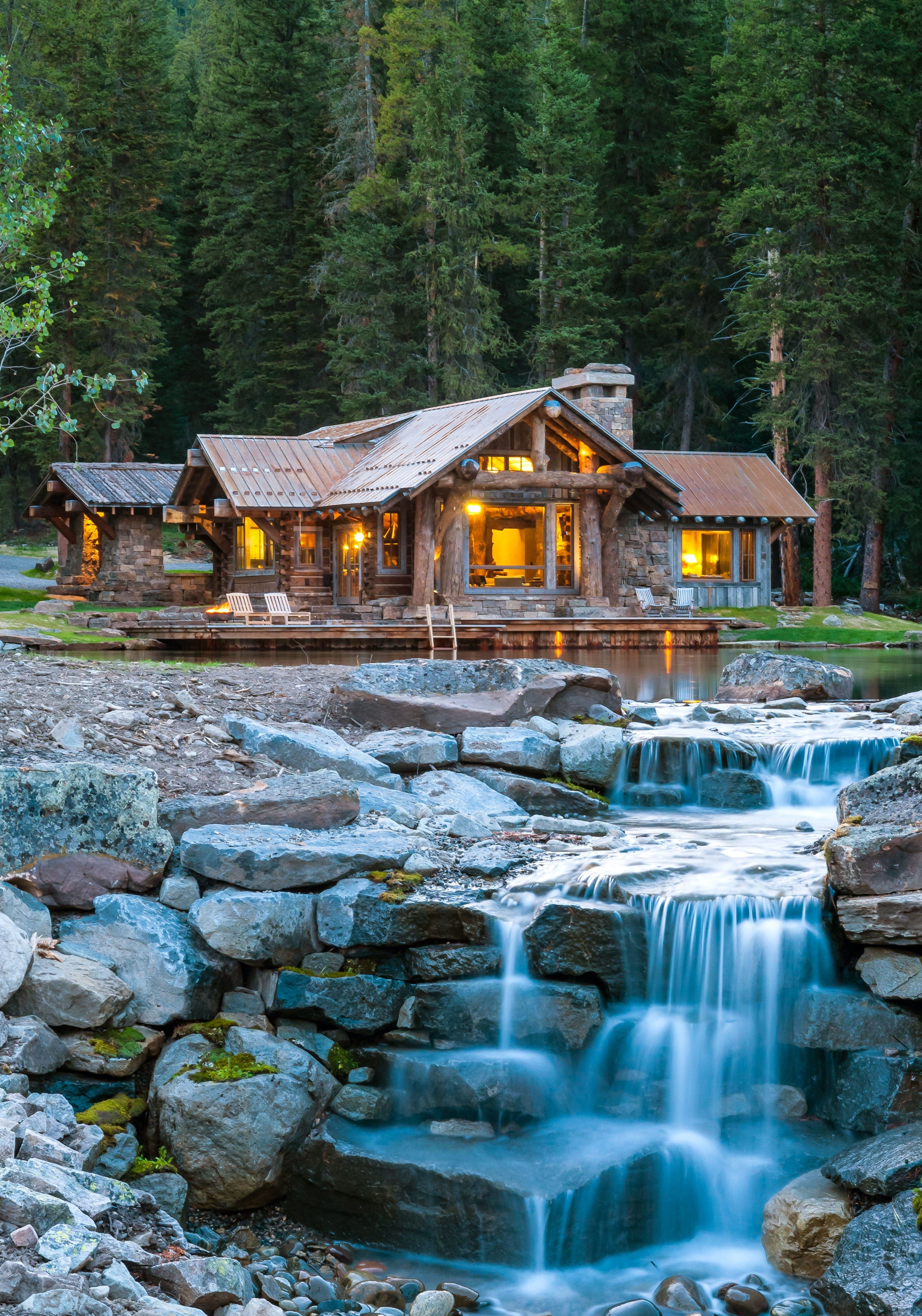 A rustic montana cabin on a private pond is for sale for for Log cabin montagne blu