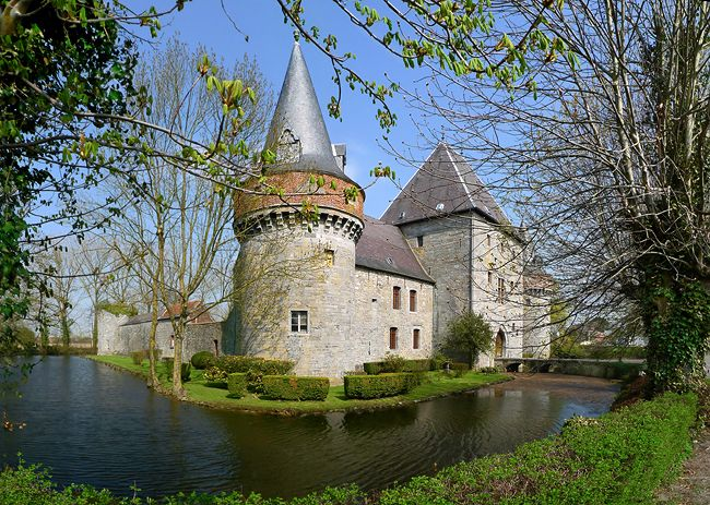 Château de Solre-sur-Sambre via www.chateaubelgique.com