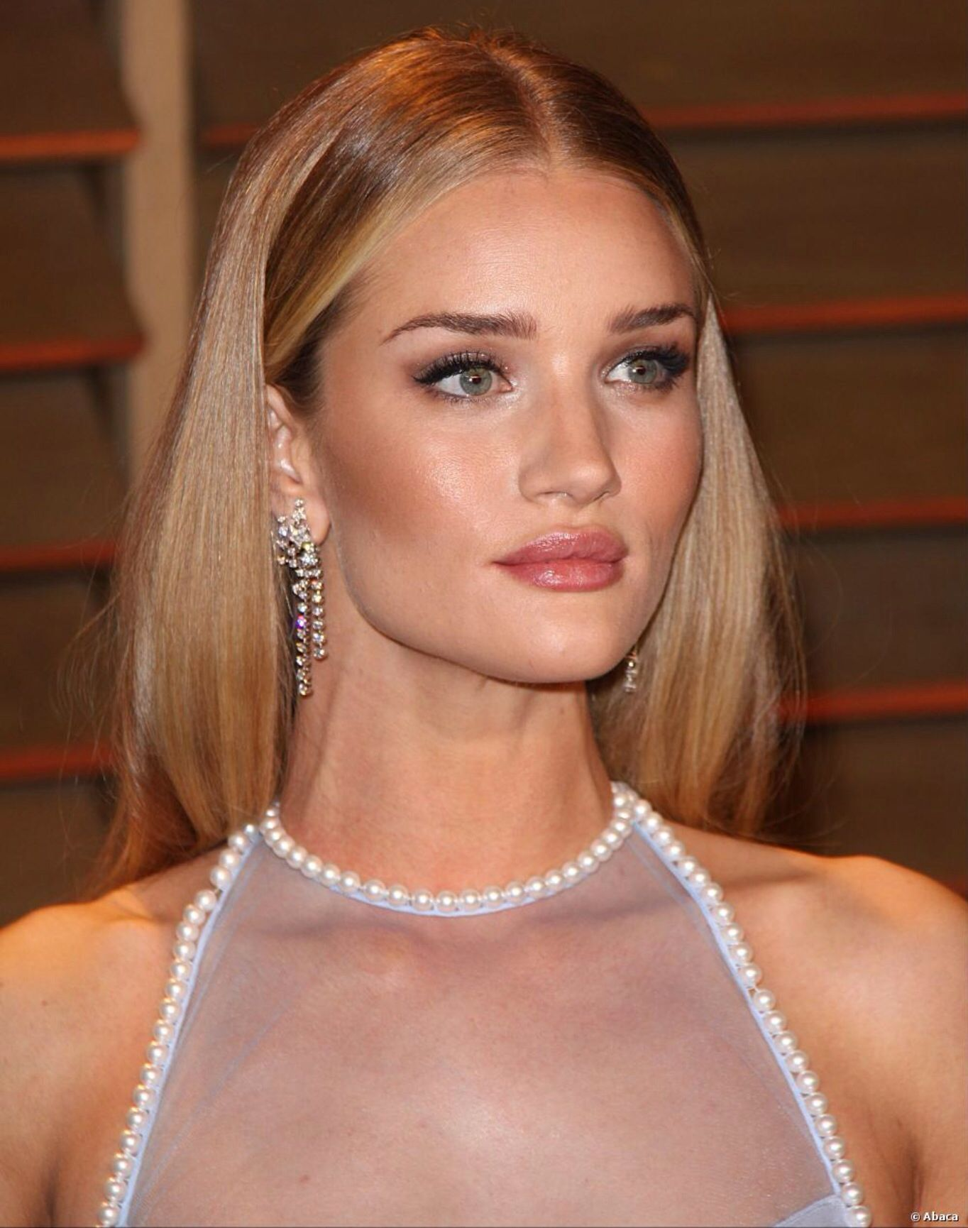 Coiffure Mariage Gros Visage Rosie Huntington Whiteley Hair And Make Up Hår Og