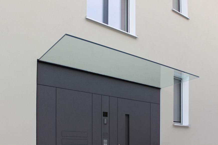 das fl chenb ndige eingangst relement mit glas vordach mit liebe zum detail usi pinterest. Black Bedroom Furniture Sets. Home Design Ideas