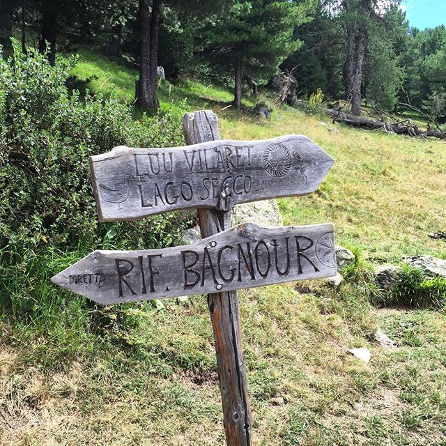 Riprendiamo il cammino e lasciamo il Lago Bagnour #toureto15 il pranzo ci aspetta e scendiamo rapidi verso il Rifugio Grongios Martre famoso per l'ottima cucina  #Cuneo #Piemonte