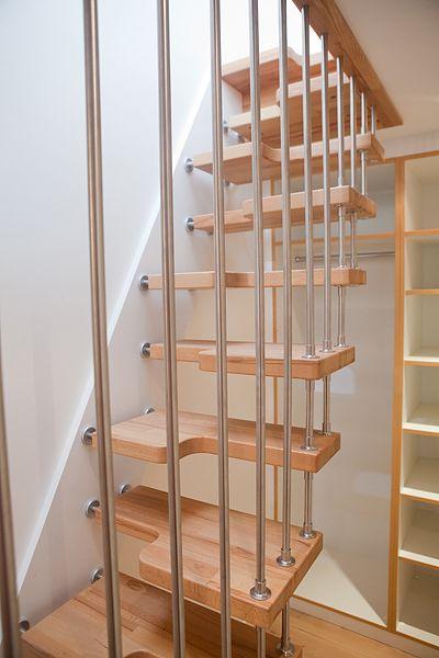 escalier gain de place a pas japonais ou decal compact et pur escalier. Black Bedroom Furniture Sets. Home Design Ideas