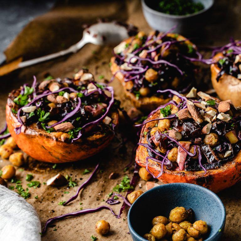 Gefüllter Kürbis mit Rotkohl, Kichererbsen und Tahini #healthyfoodprep