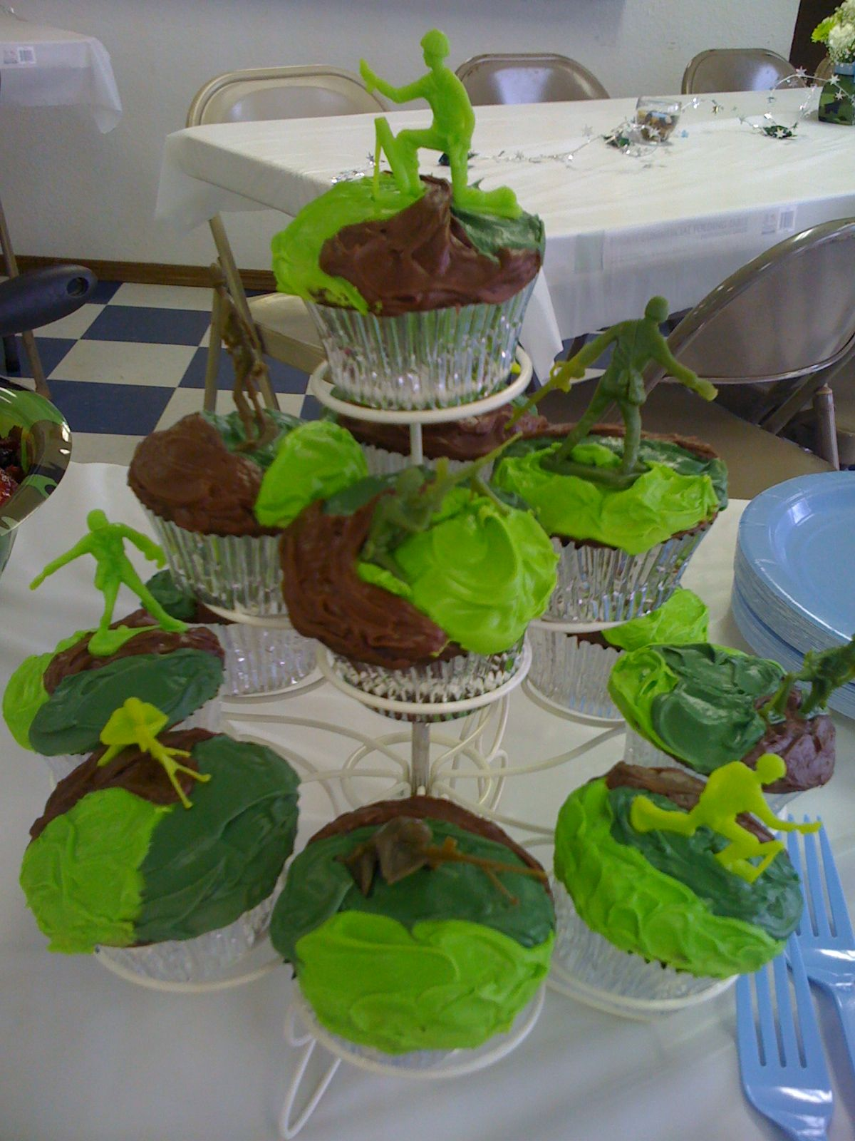 baby shower camo cupcakes cute shower ideas pinterest