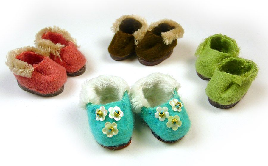 Doll shoe slipper pattern. Sew little doll shoes with this easy ...