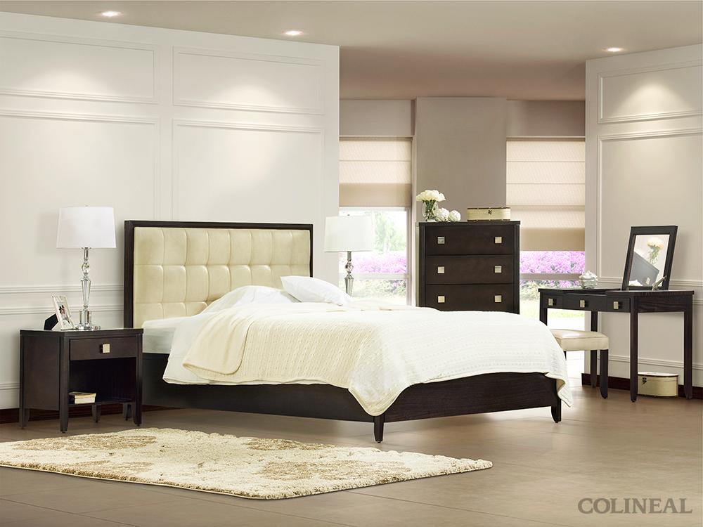 La cabecera tapizada del dormitorio lemans contrasta de - Cabeceras de cama tapizadas ...