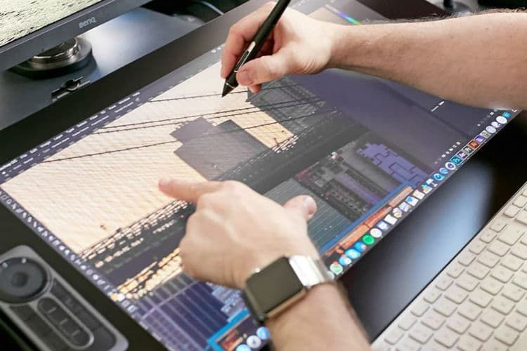 artist drawing tablet with screen