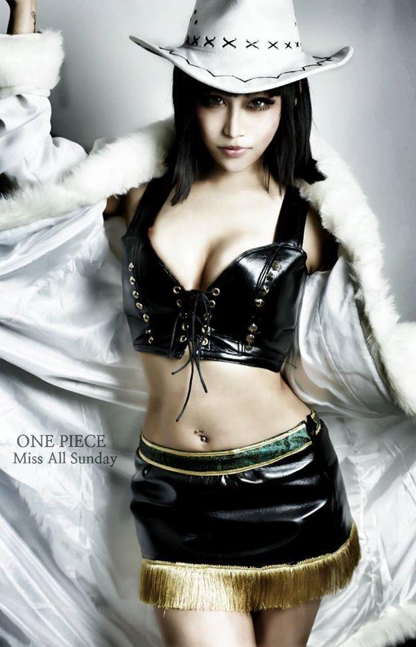Nico Robin aka Miss All Sunday cosplay | one piece cosplay