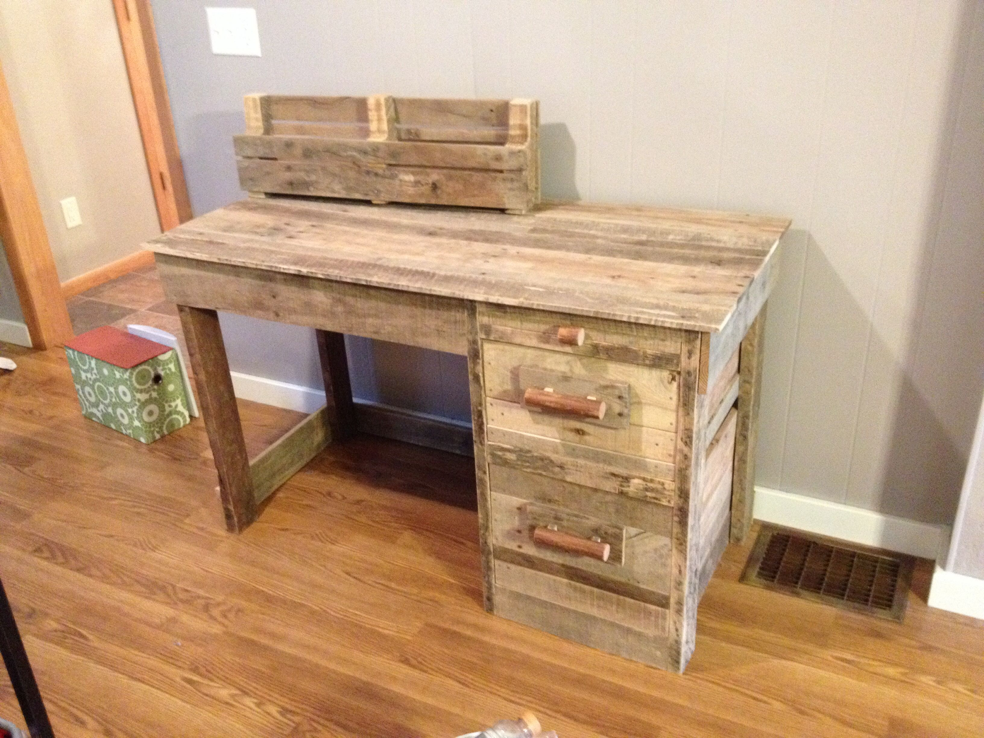 Desk I Made Out Of Reclaimed Pallets Palette Projects Pallet Wall Hangings Home Organization