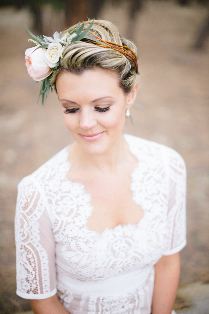 Peach bridal floral crown - Bridal style | fabmood.com #wedding #rusticwedding #weddingstyle #ido #weddinginspiration
