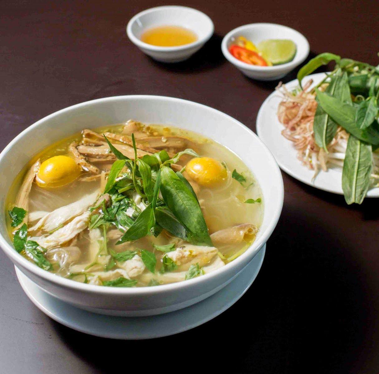 Cuisine Vietnamienne: Soupe De Poulet Aux Vermicelles Transparents