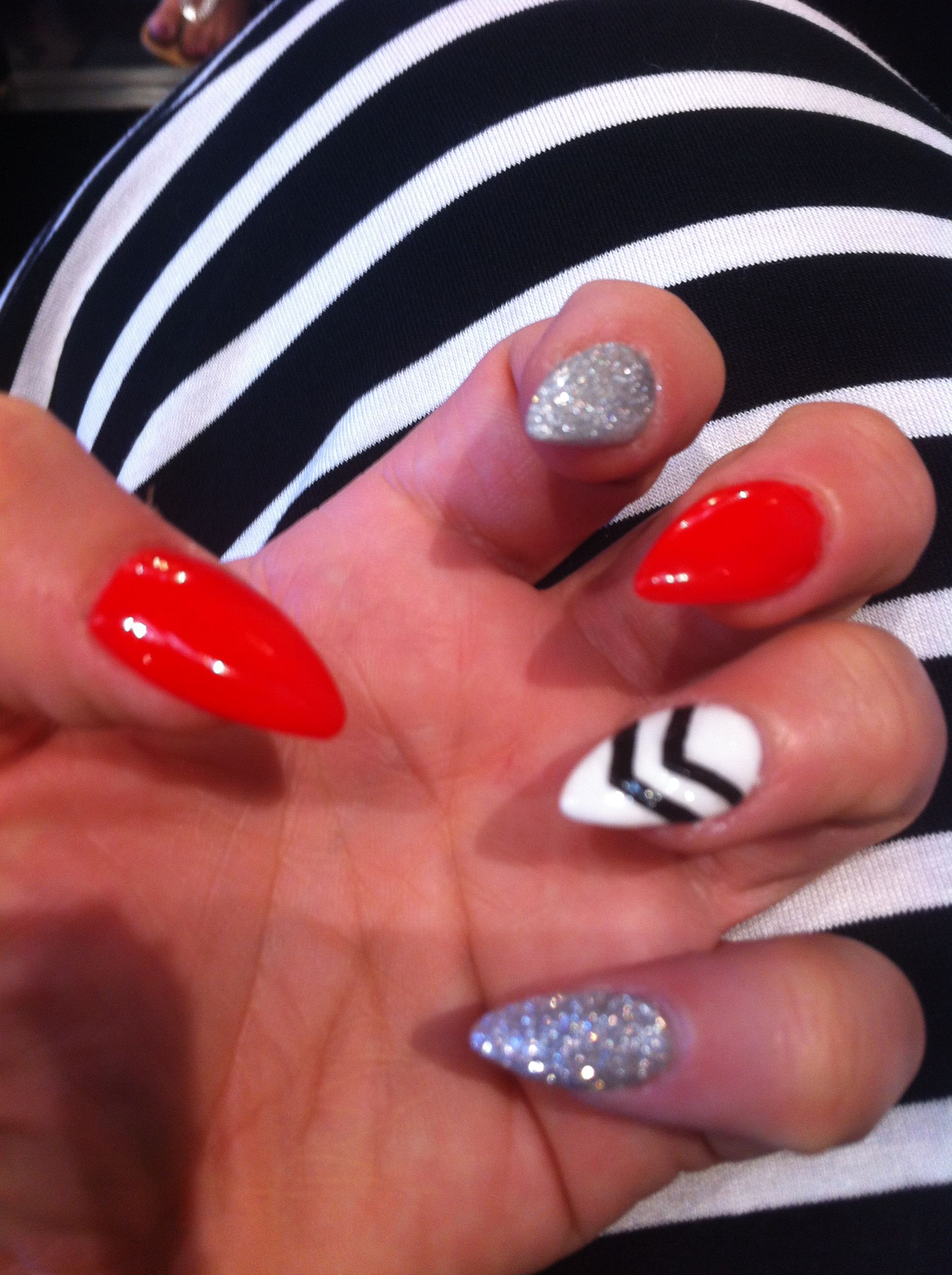Pointy Nails, Makeup