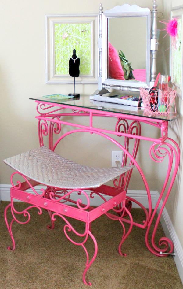 DIY Pretty Pink Vanity Table