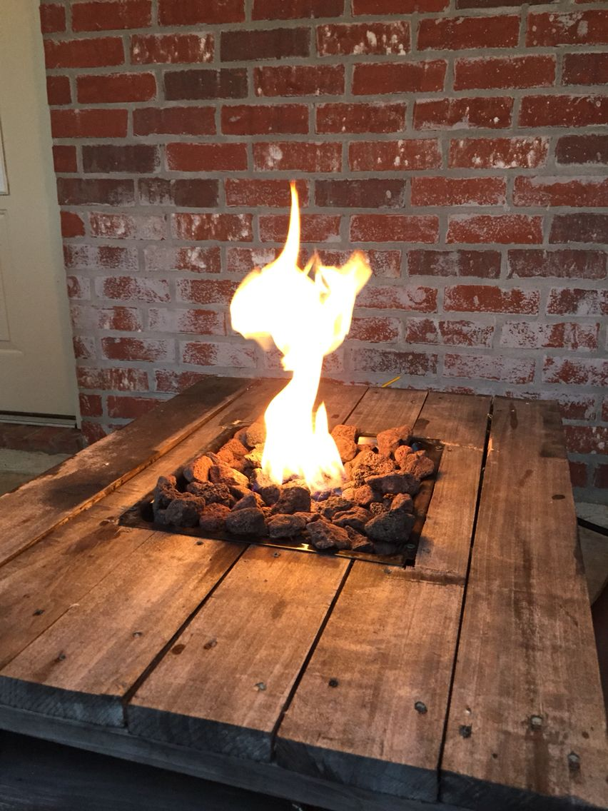 Gas fire pit built into a pallet table pallet projects for Pallet fire pit