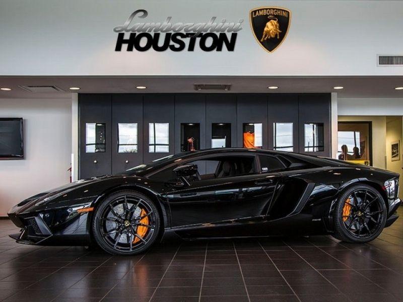 Lamborghini Houston   Nomana Bakes Inside Lamborghini Aventador Houston